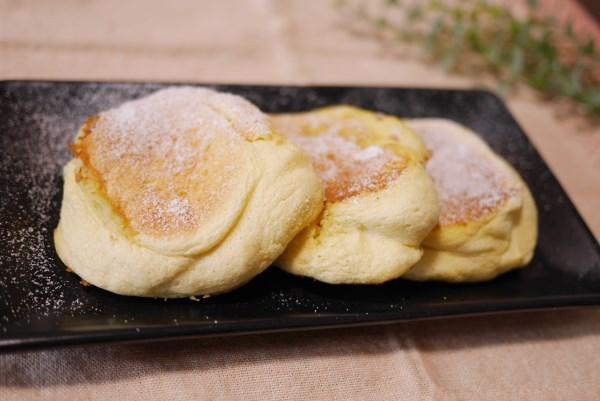 名古屋コーチンのスフレパンケーキ